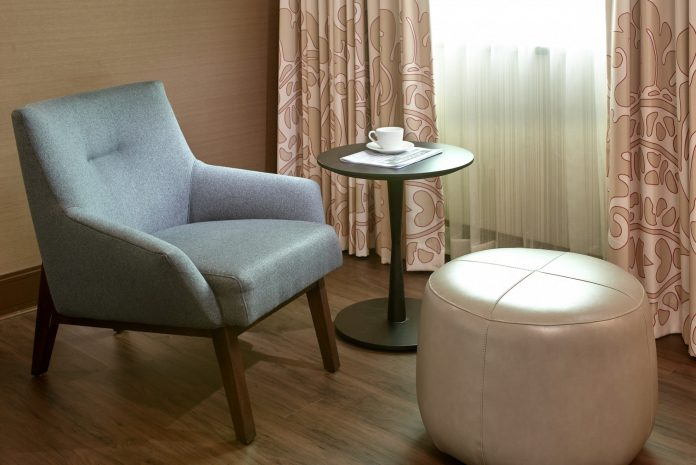 superior-king-room-chair